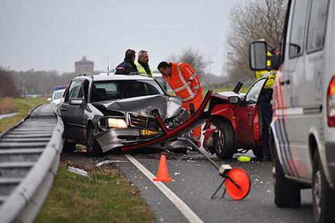 Auto-ongeluk met letselschade afwikkelen - Juristenkantoor.nl: https://www.juristenkantoor.nl/aanrijding/auto-ongeluk/letselschade...